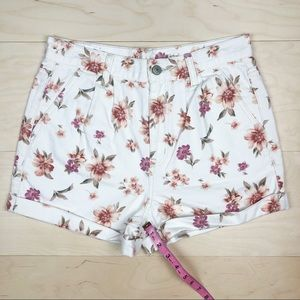American Eagle Outfitters Shorts - NEW American Eagle Mom Shorts White Floral